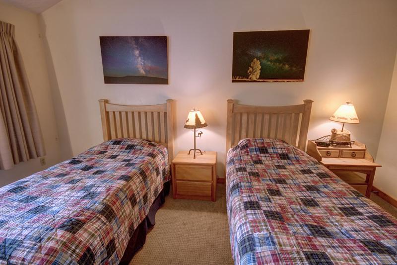 Twin Beds at Keystone Lake Rental Condo