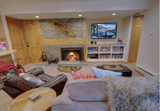 Fireplace in the living room of Wild Irishman 1039