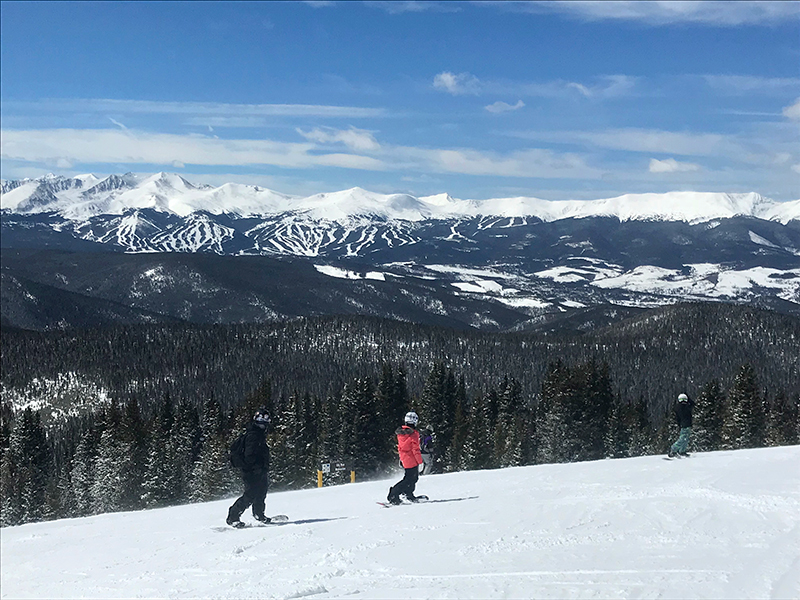 Sunny bluebird snowboard day at Keystone
